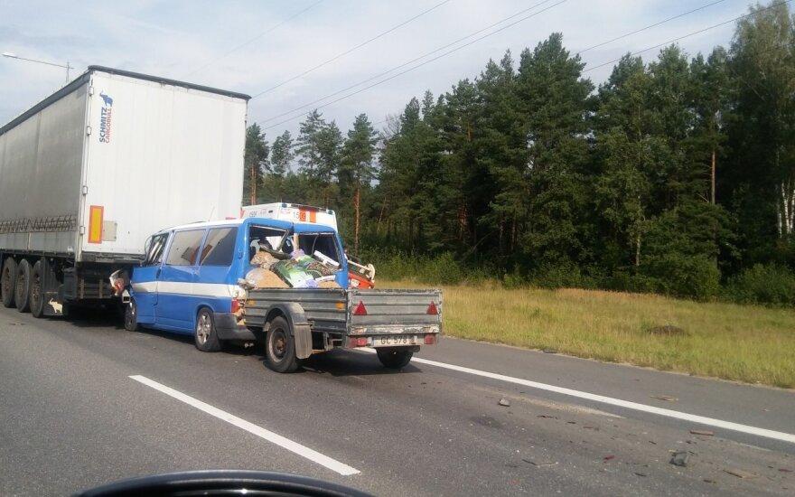 Kelyje Kaunas-Klaipėda – dvi avarijos, eismas visiškai paralyžiuotas