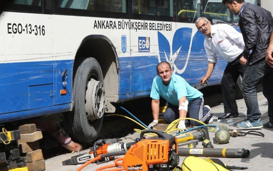 Ankaroje autobusui įsirėžus į stotelę žuvo vienuolika žmonių