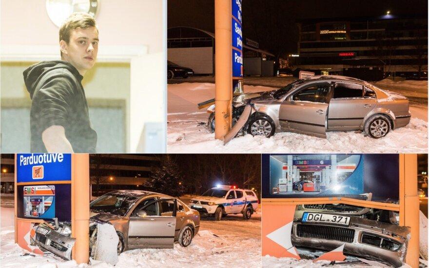 Vilniuje naktinio reido ramybė griuvo su trenksmu: girtas vairuotojas rėžėsi į degalinės švieslentę