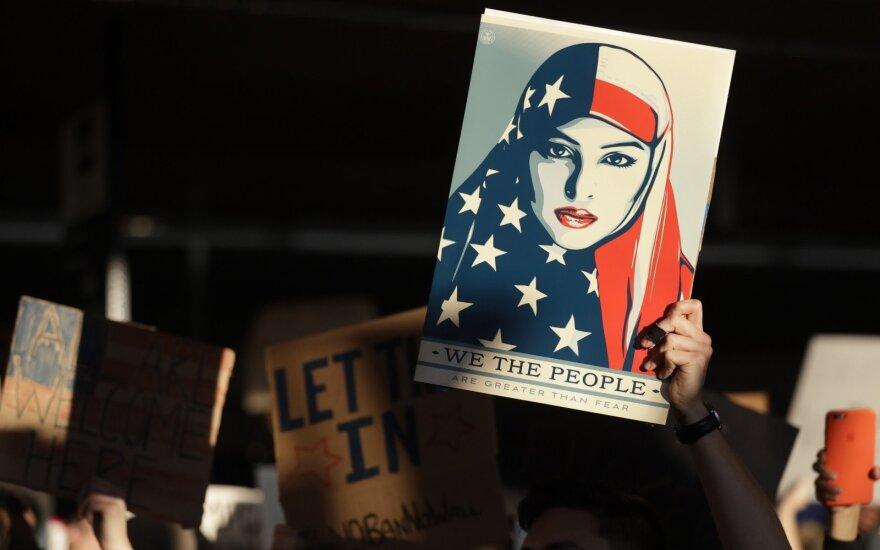 Havajų teisėjas sušvelnino D. Trumpo draudimą šešioms musulmoniškoms šalims