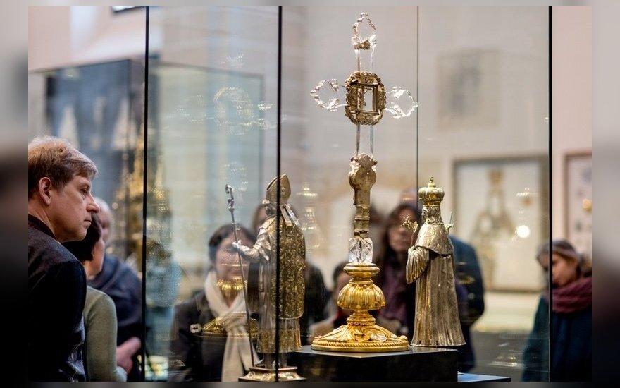 Bažnytinio paveldo muziejaus lankytojai