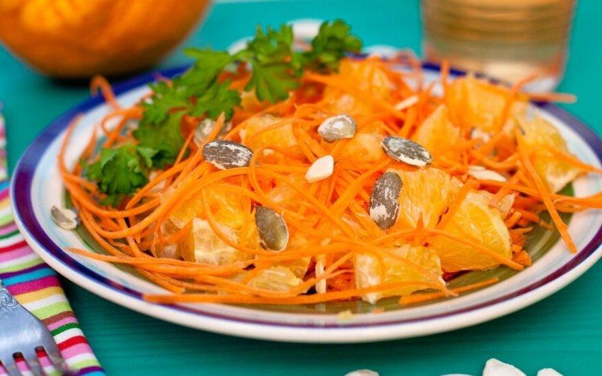 Moliūgų ir apelsinų salotos lieknėjantiems
