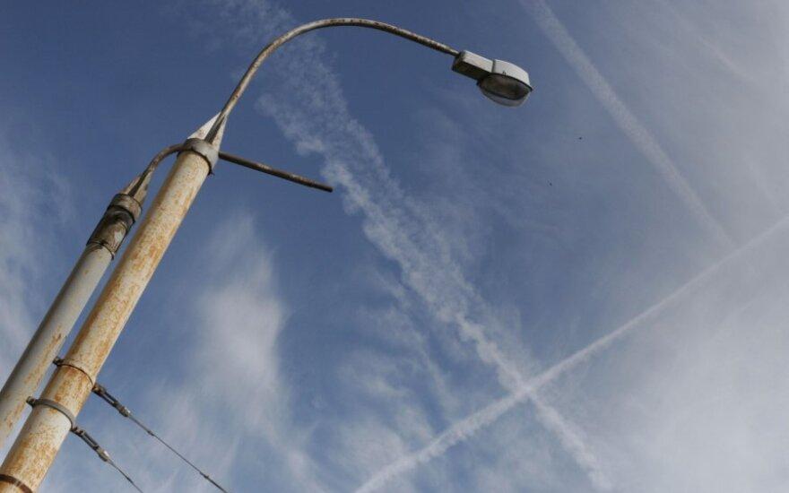 Brangstant elektrai miestuose bus tamsiau