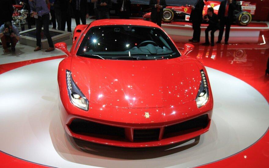 """""""Ferrari 488 GTB"""" (asociatyvi nuotr.)"""
