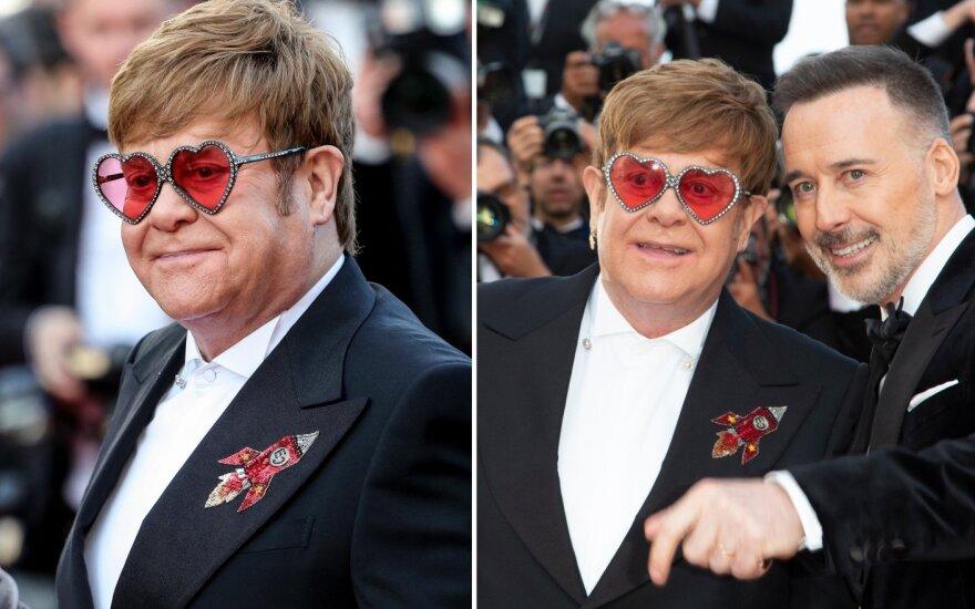 Seras Eltonas Johnas su vyru Deividu Furnishu