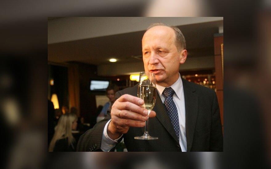 """A.Kubilius: iki 2014 m. ne tik turėsime eurą, bet ir laimėsime krepšinio čempionatą bei """"Euroviziją"""""""