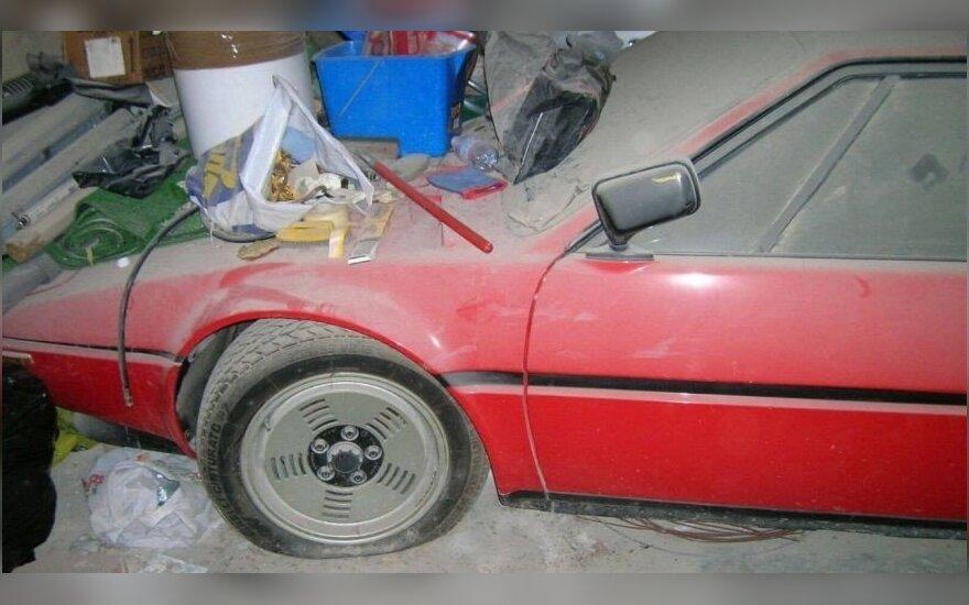 Garaže aptiko lobį: apleistą BMW M1 superautomobilį