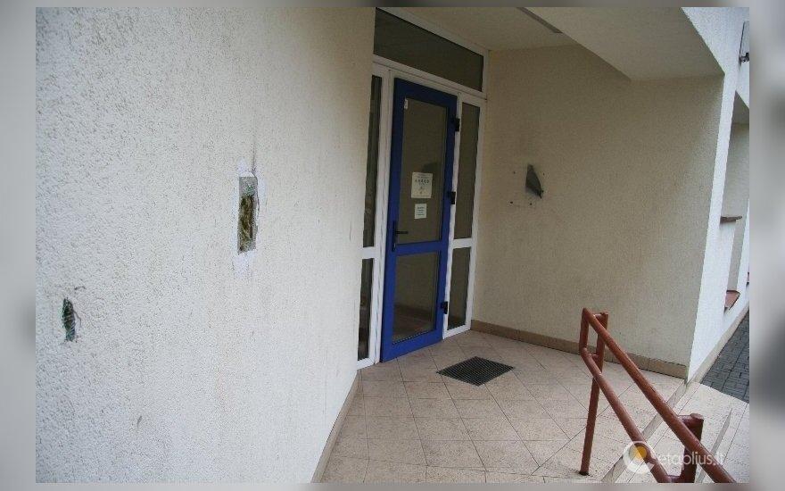 Karlsono netekusi biblioteka dabar turės pertinkuoti sienas