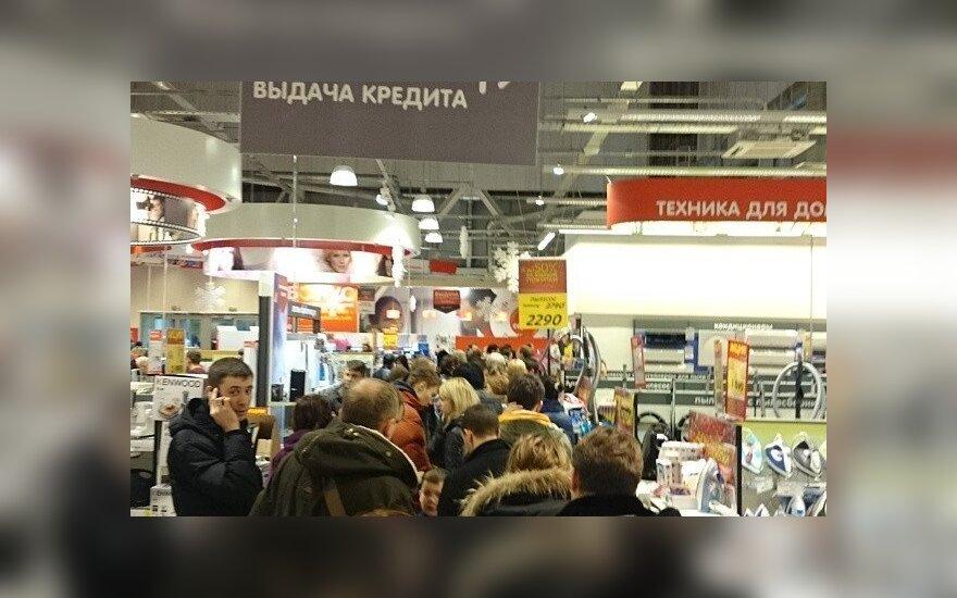 Rusijoje šluojamos parduotuvių lentynos