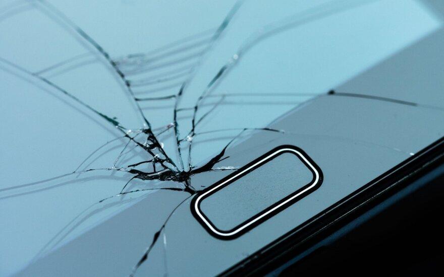 Lietuviai išmaniųjų telefonų nesaugo: nutinka neįtikėtinų dalykų