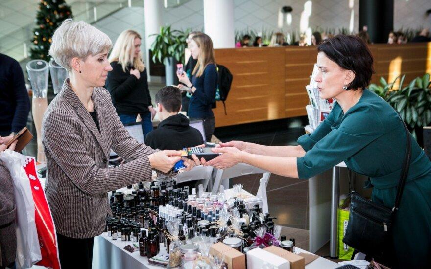 Naujiena mugių lanktytojams: verslininkai gręžiasi į neturinčius grynųjų
