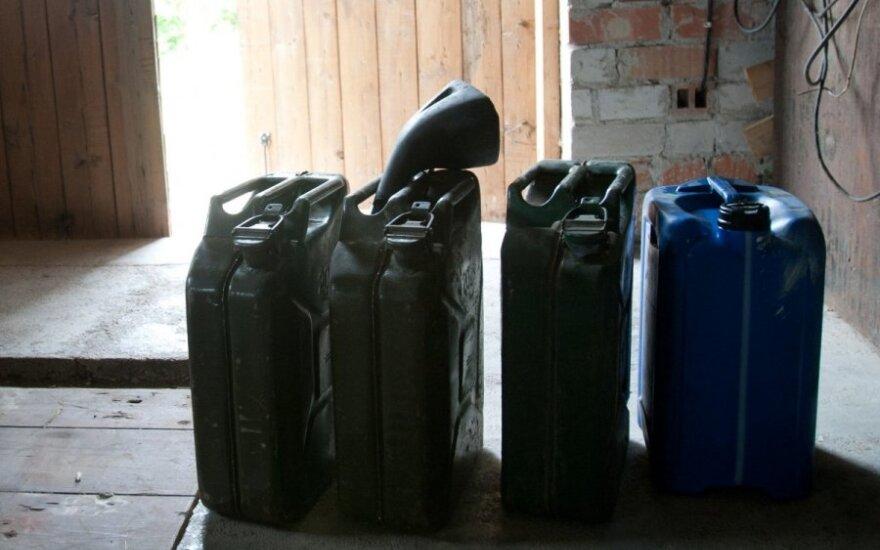 Kauniečiui už garaže laikytą kontrabandinį dyzeliną gresia įspūdinga bauda