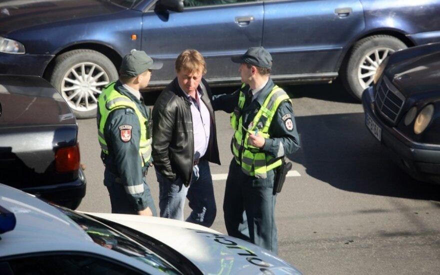 """Apsaugos darbuotojas iš girto """"Audi"""" vairuotojo atėmė raktelius"""