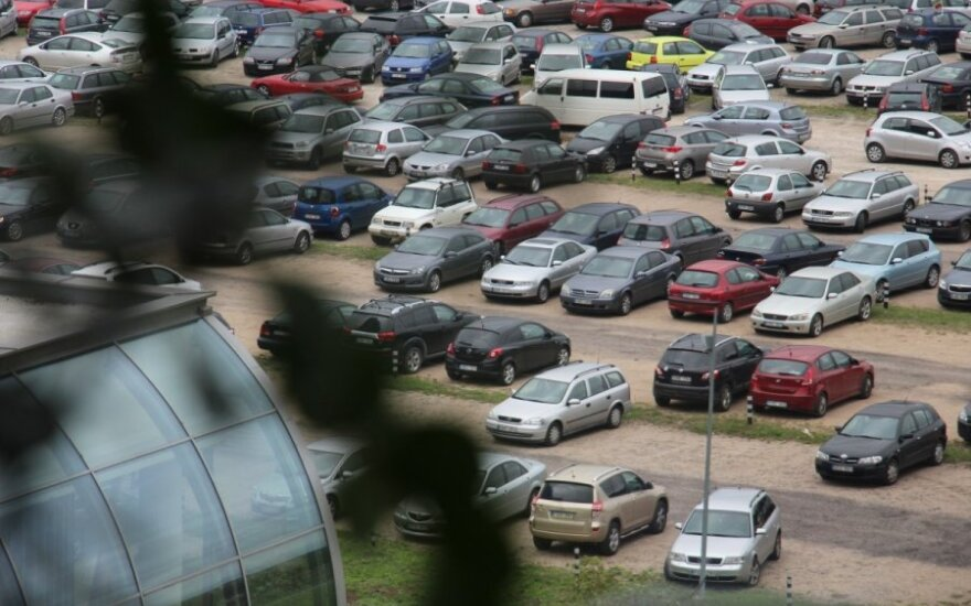 Lithuanian politicians mull introducing tax on cars in spring