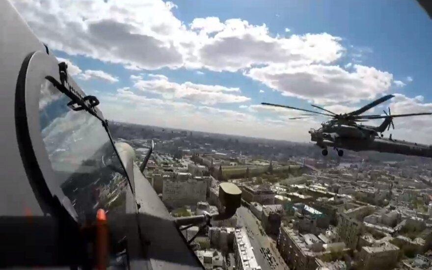 Rusija vėl demonstruoja karinius raumenis