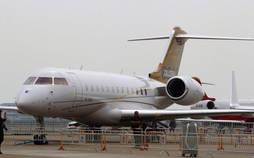 """Lėktuvų gamintoja """"Bombardier"""" dėl koronaviruso pandemijos atleidžia 2500 darbuotojų"""