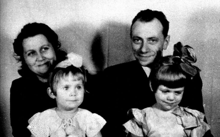 P. Hiksa jau okupuotoje Lietuvoje. Su žmona Irena ir dukromis Ina ir Danute.