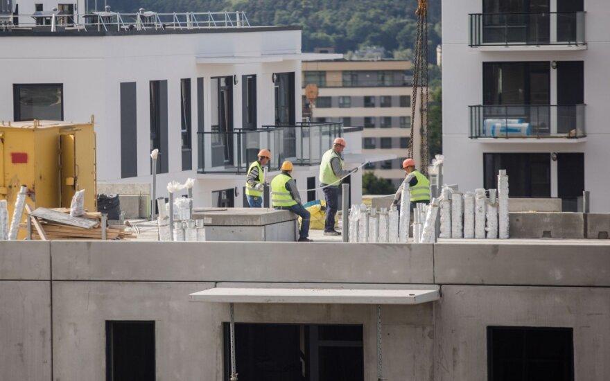 Už 1 tūkst. eurų dirbančių neranda – vešis dar daugiau užsieniečių