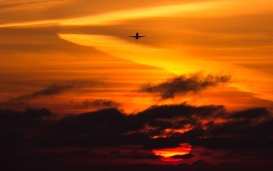 Košmaras virš debesų: ar įmanoma būtų iš krentančio lėktuvo išsigelbėti parašiutu?