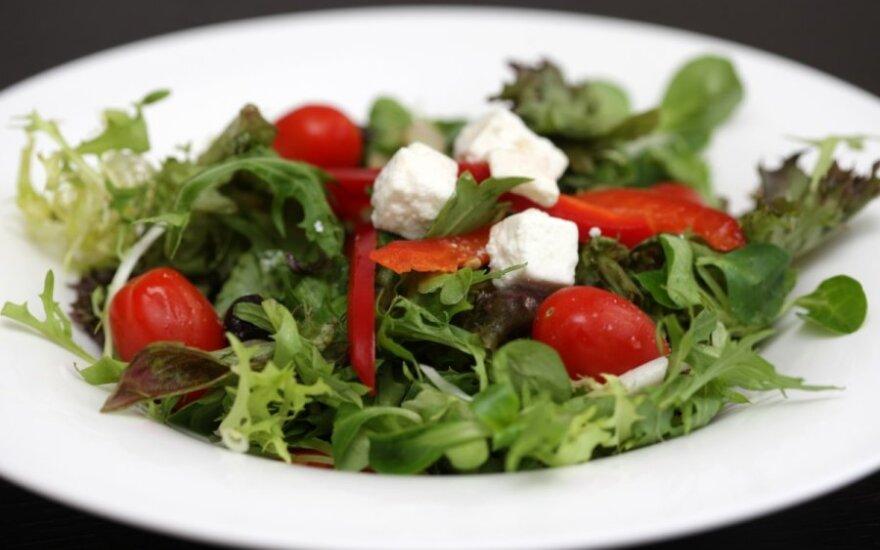 Patarimai, kaip salotas paversti sočiu patiekalu