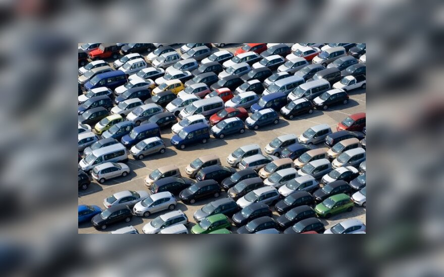 Automobilių turgų gelbsti užsieniečiai