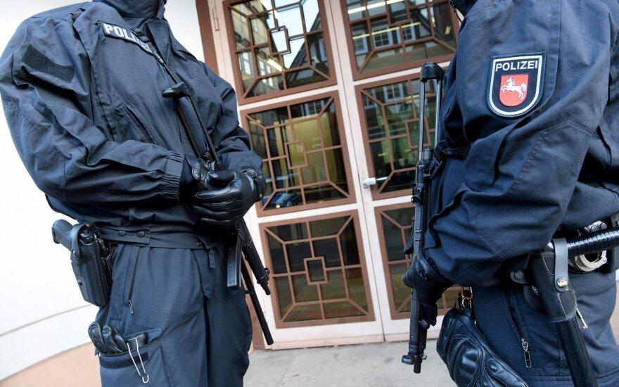Kelių Vokietijos miestų teismai gavo laiškus su grasinimais susprogdinti bombas