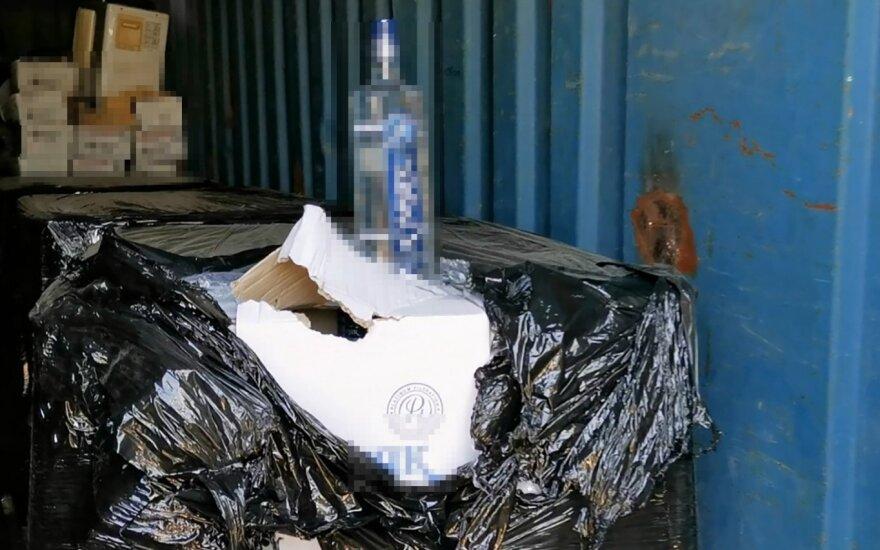Kauno rajone aptikti tūkstančiai degtinės butelių be banderolių
