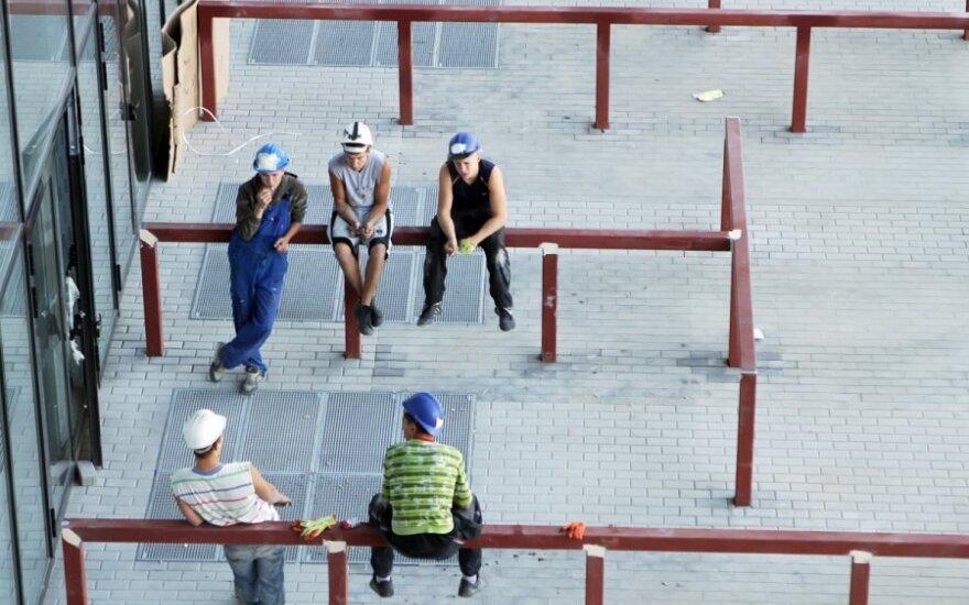 Gandų prisiklausiusios močiutės mėgsta pamokyti statybininkus