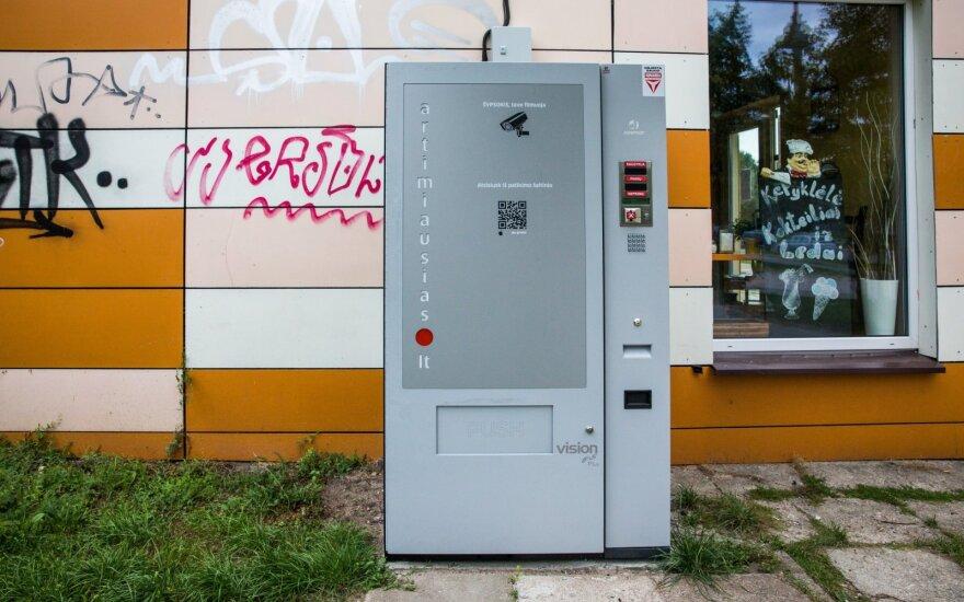 """Seimo nepažaboti alkoholio """"paštomatai"""" keliasi ir į pajūrį"""