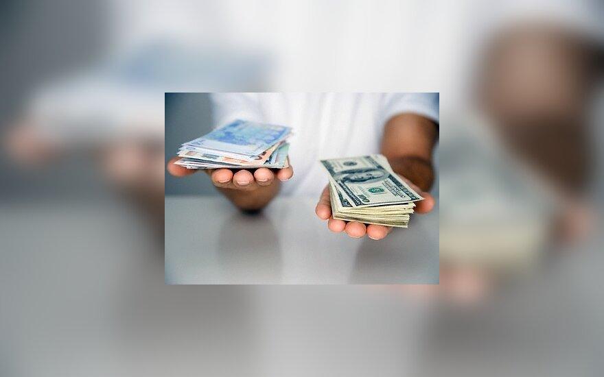 Keiti valiutą – paruošk ir asmens dokumentą