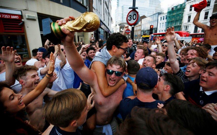 Anglijos rinktinės sirgaliai švenčia Londono gatvėse