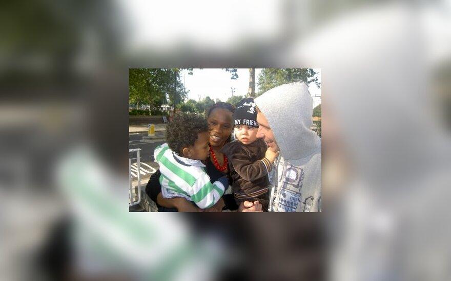 Egidijus Dragūnas su sūnumi Deividu Londone