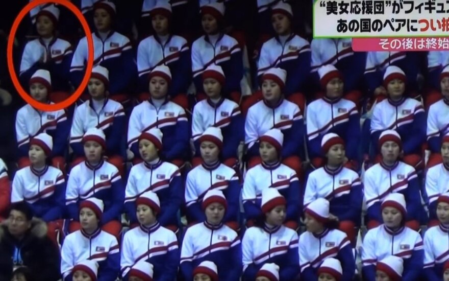 Vaizdo kameros užfiksavo nedovanotiną šiaurės korėjietės klaidą