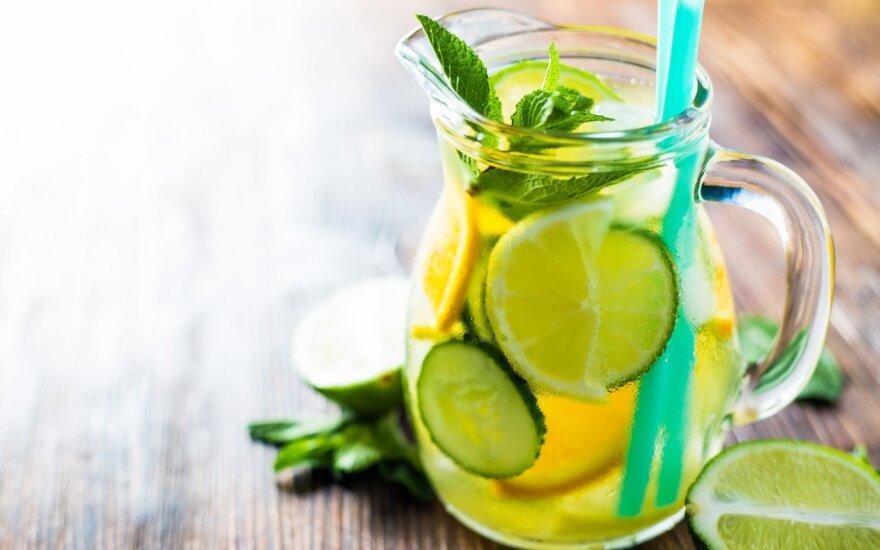 11 faktų, kodėl naudinga gerti vandenį su citrina