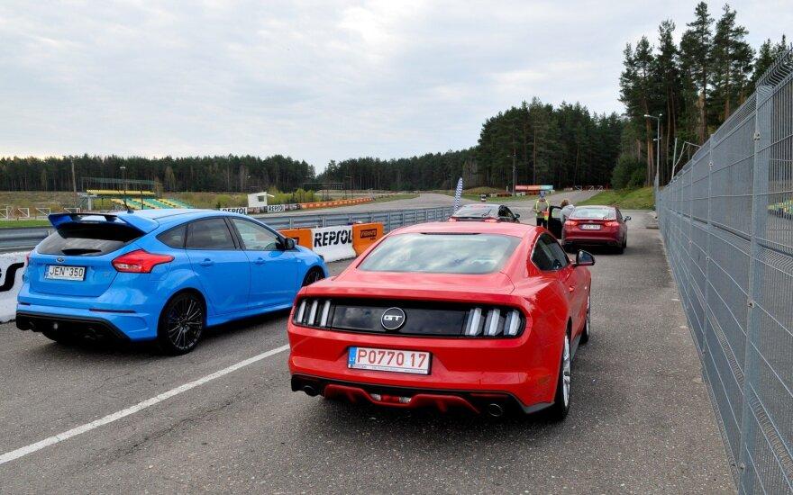 """Ford Mustang"" ir ""Ford Focus RS"" Kačerginėje"
