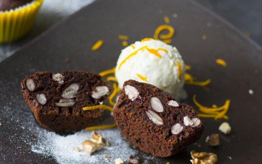 Šokoladiniai keksiukai su pupelėmis ir riešutais