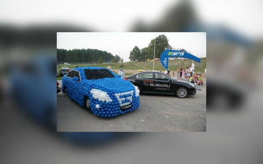 """Iš oro balionų pagamintas """"Subaru Legacy"""""""