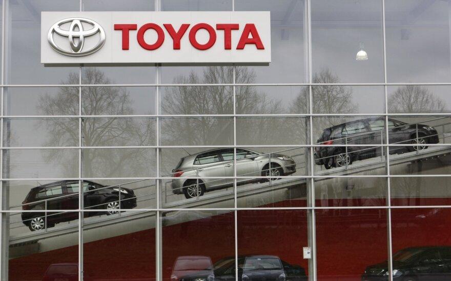 """""""Toyota"""" skelbia automobilių """"atšaukimo"""" kampaniją, tačiau į tai reaguoja ne visi"""