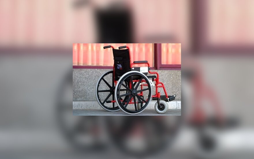 Į Neįgalumo ir darbingumo nustatymo tarnybą – laiptai