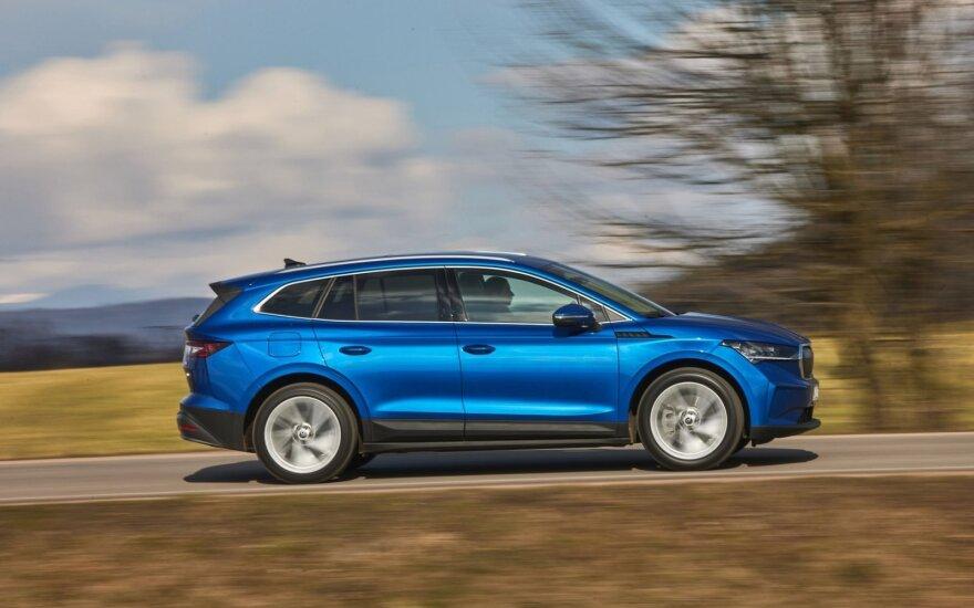 """Naujo """"Škoda Enyaq iV"""" testas: kuo baigėsi prieš šimtmetį prasidėję eksperimentai su elektra?"""