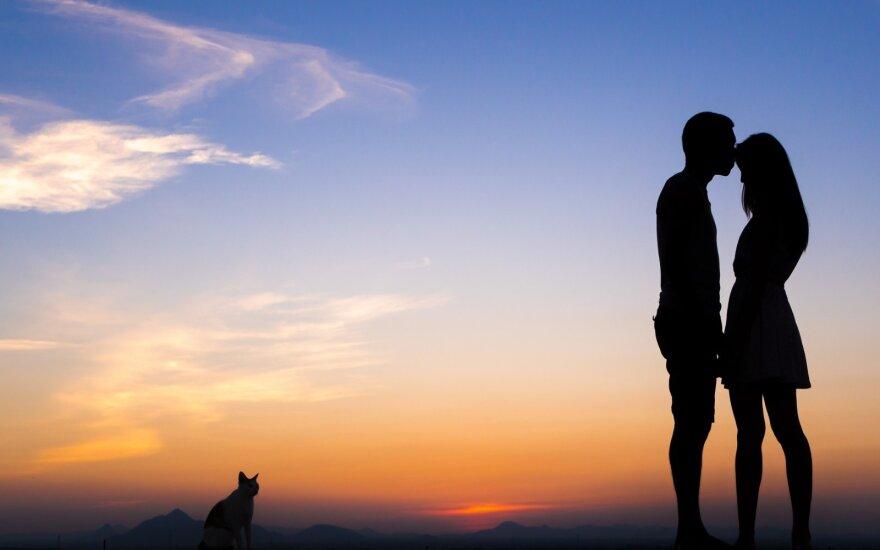 D. Trockis: jei vyras myli ir žiūri tik į moterį, tai – aklavietė