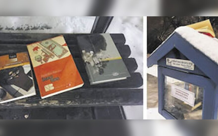 Knygų namelis kretingiškius pasitinka užrakintas: spaudą palieka tiesiog ant suolo šalia jo
