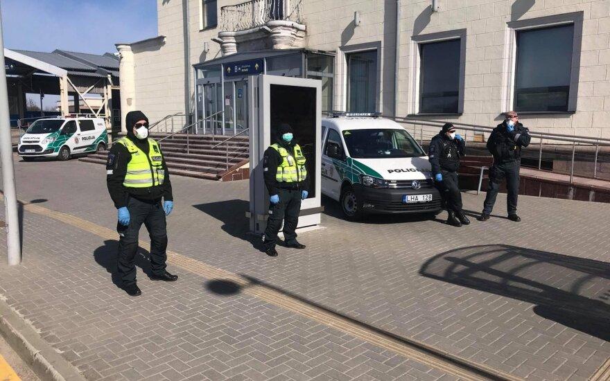 Grįžusieji į Vilniaus oro uostą įbauginti: į viešbutį per atsarginį įėjimą su policijos palyda