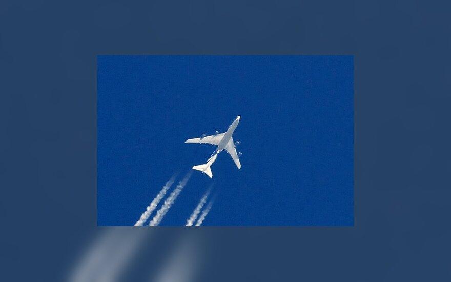"""JAV oro bendrovės """"United Airlines"""" lėktuvui patekus į blaškos sritį sužeisti 30 žmonių"""