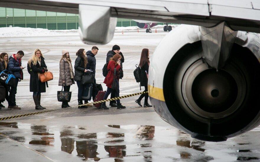 """Nuo pirmadienio """"Ryanair"""" keleiviams įsigalioja naujos rankinio bagažo taisyklės"""