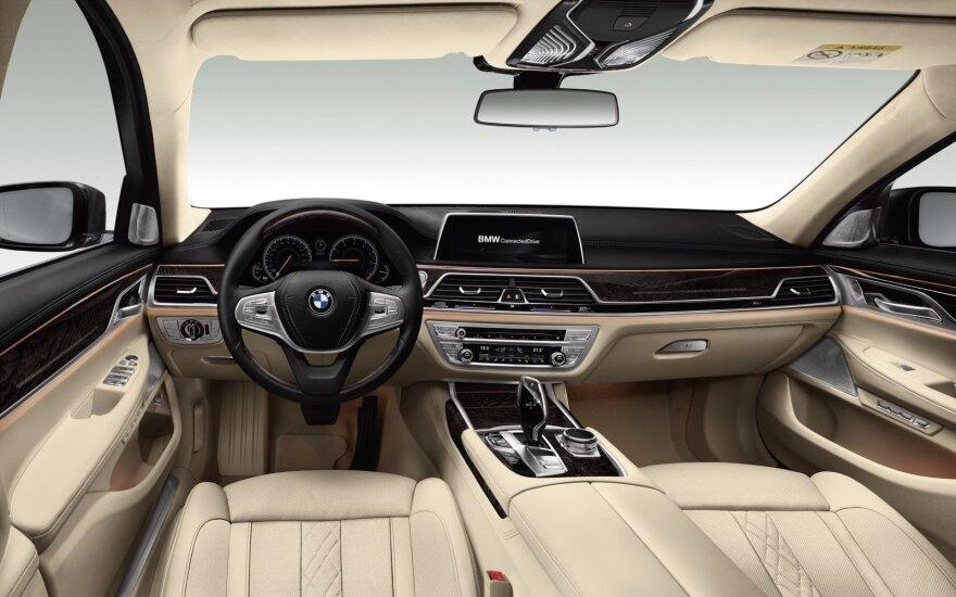Netrukus naujausios saugumo sistemos bus montuojamos į visus naujus automobilius (asociatyvi nuotr.)