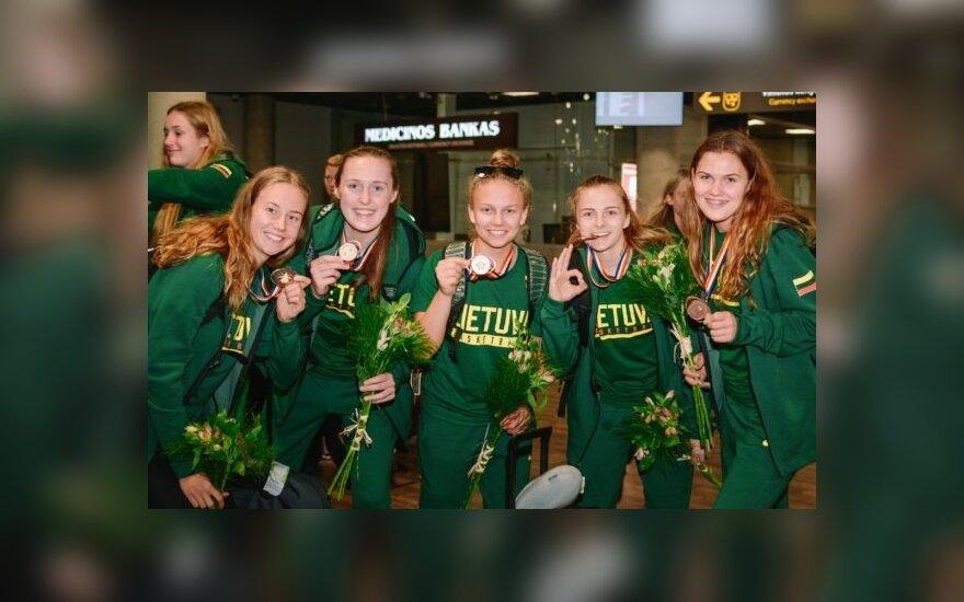 20-metės su bronzos medaliais grįžo į Lietuvą