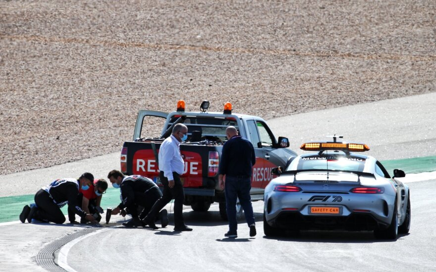 Istorinė F-1 kvalifikacija Portugalijoje vėlavo: Vettelis sugadino nuotekų sistemą