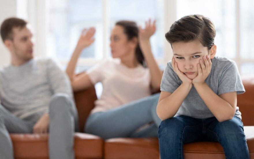 Psichologas: tokių kalbų po skyrybų neturėtų girdėti nė vienas vaikas