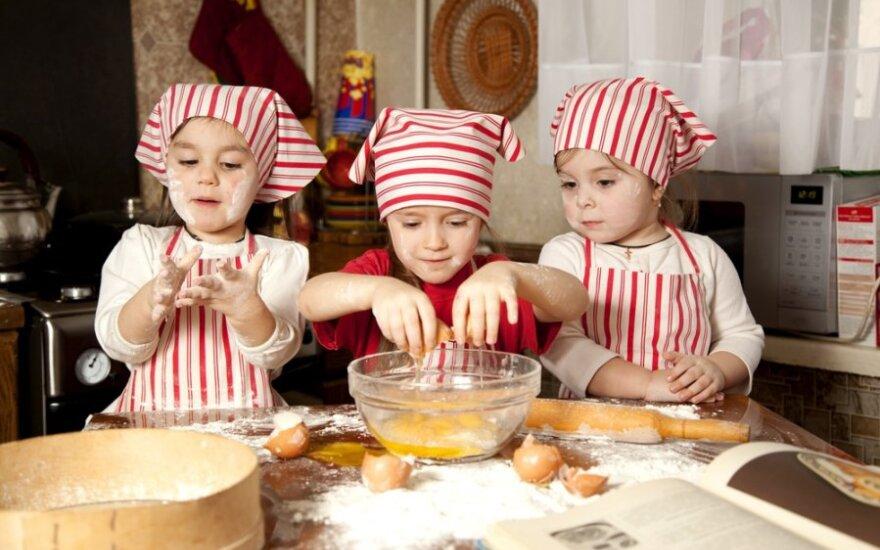 Kokius Kūčių stalo patiekalus gali ruošti vaikai?